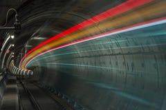 Skytrain in der Zeitlupe lizenzfreie stockbilder