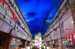 Skytrain et parangon du Siam Images stock
