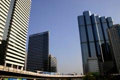 Skytrain im Geschäftsgebiet, Bangkok. lizenzfreies stockfoto