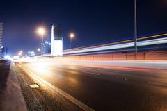 Skytrain på natten i Bangkok, Thailand Arkivfoto
