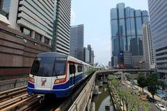 Skytrain på Silom Royaltyfri Bild