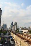 Skytrain público en la estación de Lor BTS de la correa, Bangkok, Tailandia del sistema de transporte público de Bangkok BTS Imagen de archivo libre de regalías