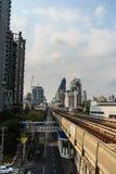 Skytrain público en la estación de Lor BTS de la correa, Bangkok, Tailandia del sistema de transporte público de Bangkok BTS Fotografía de archivo libre de regalías
