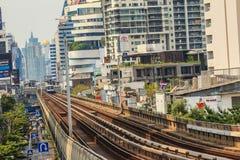 Skytrain public du système BTS de transport en commun de Bangkok à la station de Lor BTS de lanière, Bangkok, Thaïlande Photos libres de droits