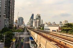 Skytrain public du système BTS de transport en commun de Bangkok à la station de Lor BTS de lanière, Bangkok, Thaïlande Photographie stock