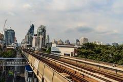 Skytrain public du système BTS de transport en commun de Bangkok à la station de Lor BTS de lanière, Bangkok, Thaïlande Images stock