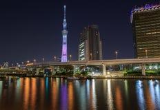 Skytree di Tokyo alla notte Immagini Stock