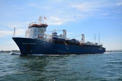 Skyttel EEMSLIFT HENDRIKA som skriver in den Poole hamnen royaltyfri fotografi
