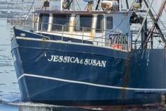 Skyttel för kommersiellt fiske Jessica & Susan under väg Arkivfoto
