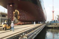 Skyttel i den torra skeppsdockan Singapore Royaltyfri Bild