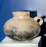 Skyttel med magiska tecken 9th århundrade F. KR. lera Arkivbild