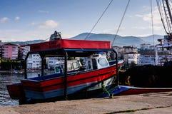 Skyttlar på fiskarefjärden av Yalova Turkiet Arkivbilder