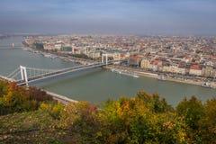 Skyview Будапешта с мостом над Дунаем стоковые фото