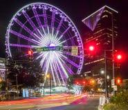 Skyview Atlanta Ferris Wheel in der Bewegung Atlanta, GA stockfotografie