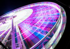 Skyview Atlanta Ferris Wheel i r?relse Atlanta GUMMIN arkivfoto