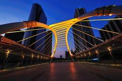 Skywalk al quadrato del centro di Bangkok nella zona di affari Fotografia Stock