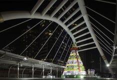 Skywalk com uma árvore de Natal Foto de Stock Royalty Free