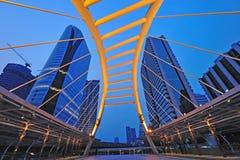 Skywalk de Chong Nonsi au skytrain de Bangkok Image stock