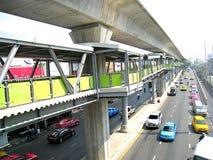 Skywalk en weg in Thailand Stock Foto's