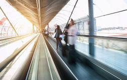 Skywalk met vage bedrijfsmensen Royalty-vrije Stock Afbeelding