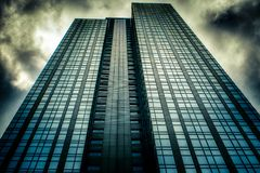 Skyward mening van de wolkenkrabber van de binnenstad in Seattle, WA stock afbeelding