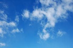 skywhite för 2 blå oklarheter Arkivfoton