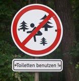 släcker burning odling för förbudbrigad tecknet för rusa för förbud för brandbrandmän det öppna till trä Arkivfoto