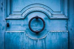 släkt utgångspunkt för dörringångsframdel Arkivfoton