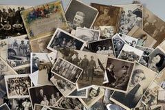 Släktforskning - familjhistoria - gamla familjfotografier royaltyfri bild