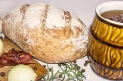 Släntra av bröd med öl Arkivbild