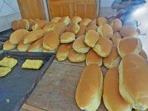 Släntrar av bröd i ett bageri shoppar Athos halvö Grekland Arkivfoto