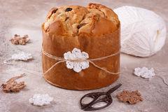 Släntrar sött bröd för panettonen traditionellt för jul Arkivfoto