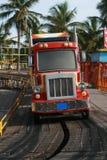 släp för ritt för park för munterhetbussbarn arkivbilder