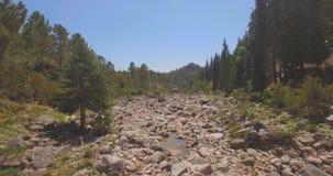 Slät resande för stenbroflod lager videofilmer