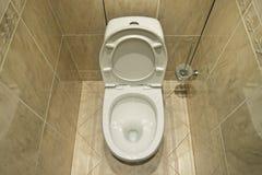 slät toalett royaltyfria bilder