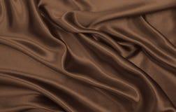 Släta elegant brun silke- eller satängtextur som abstrakt backgroun Royaltyfri Bild