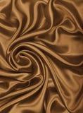 Släta elegant guld- silke- eller satängtextur som abstrakt backgrou Royaltyfri Foto