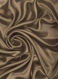 Släta elegant guld- silke- eller satängtextur som abstrakt backgrou Arkivbild