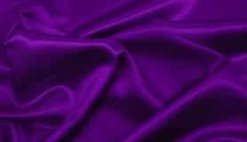 Släta elegant lila lyxig torkduketextur för silke eller för satäng som abstr Royaltyfria Bilder