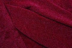 Släta elegant lyxig torkduketextur för rött och silvrigt tyg som ab Arkivbilder