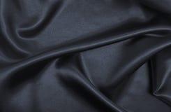 Släta elegant mörk grå silke- eller satängtextur som abstrakt backg Arkivbilder