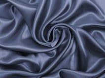 Släta elegant mörk grå silke- eller satängtextur som abstrakt backg Arkivbild