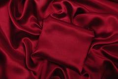Släta elegant röd lyxig torkduketextur för silke eller för satäng som abstrac Arkivbild