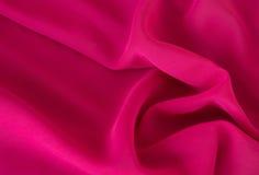 Släta elegant rosa chiffong- eller satängtextur som bakgrund arkivbild