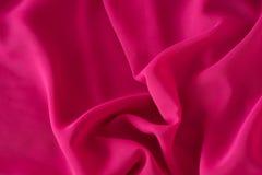 Släta elegant rosa chiffong- eller satängtextur som bakgrund arkivfoto