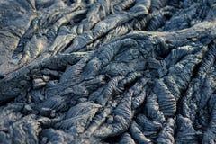 Slätt och att bölja yttersida av djupfryst pahoehoelava Djupfryst lava som in rynkas gobeläng-som veck och rullar som liknar det  Royaltyfria Bilder