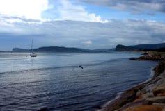 Slätt vatten på den Ettalong stranden Fotografering för Bildbyråer