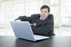 Slå en bärbar dator Arkivfoton