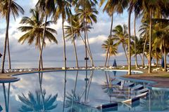 Slå samman på en tropisk strandsemesterort Fotografering för Bildbyråer