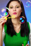 slående bubblor soap kvinnan Arkivfoton